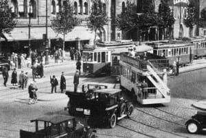 An open-decked bus near Zoo, early 1930s (image courtesy of Wikipedia)