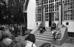 Artists from the Berliner Ensemble gathered at the Brecht-Weigel-Haus in the summer of 1977.