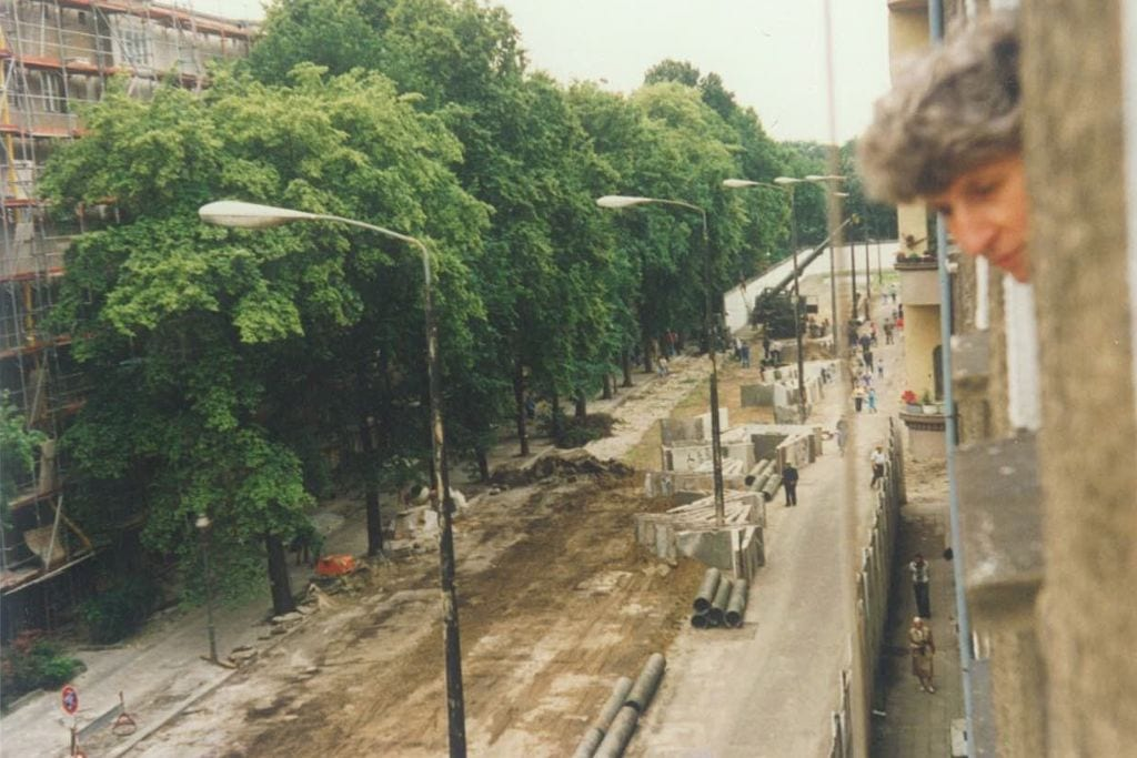 Bouche Str 3 - The dismantling of the Wall in Bouché Straße around 1990. (Photo by Herbert Neumann)