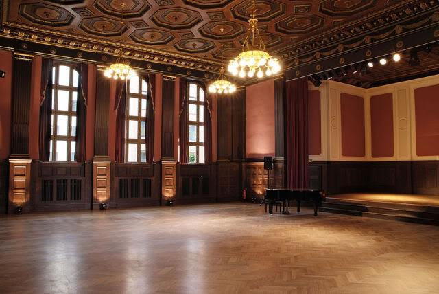 800px-Meistersaal_leer
