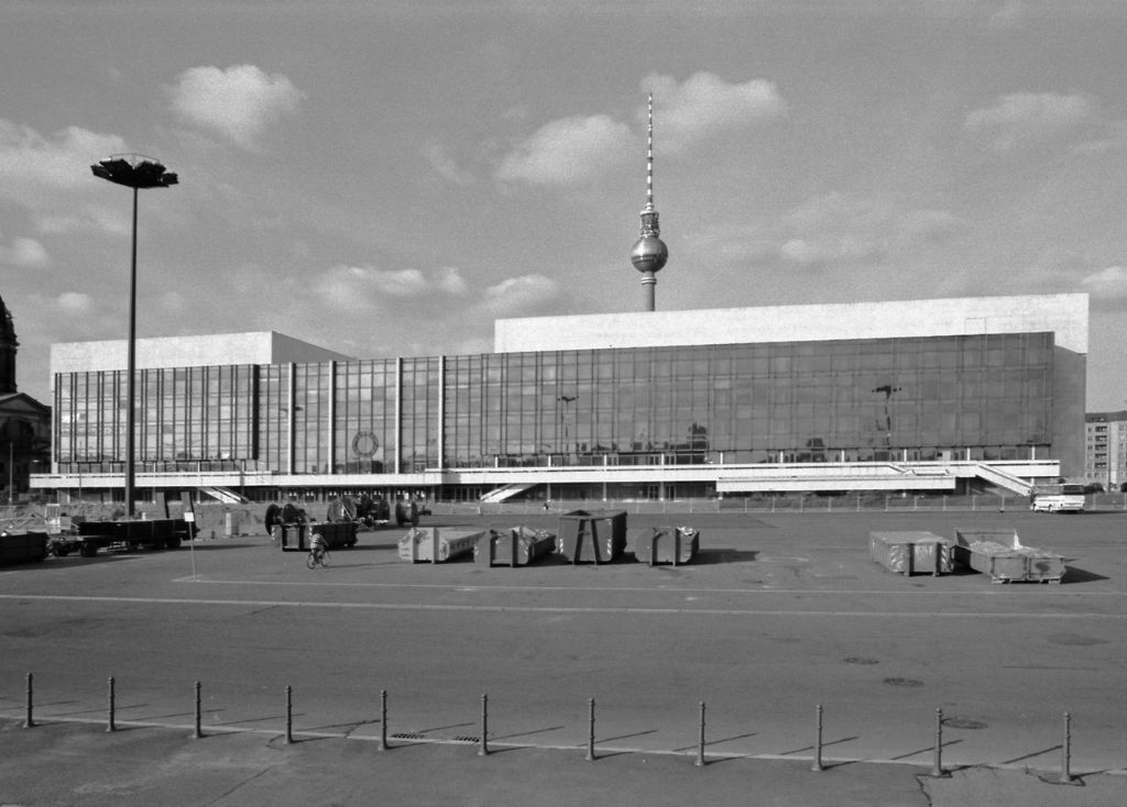 berlin in the 90s palast der publik 1996