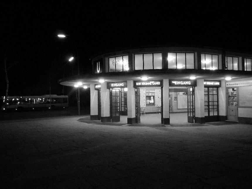U-Bahnhof Krumme Lanke, originally U1 line and changed to U3 in 2004 (image: IngolfBLN)
