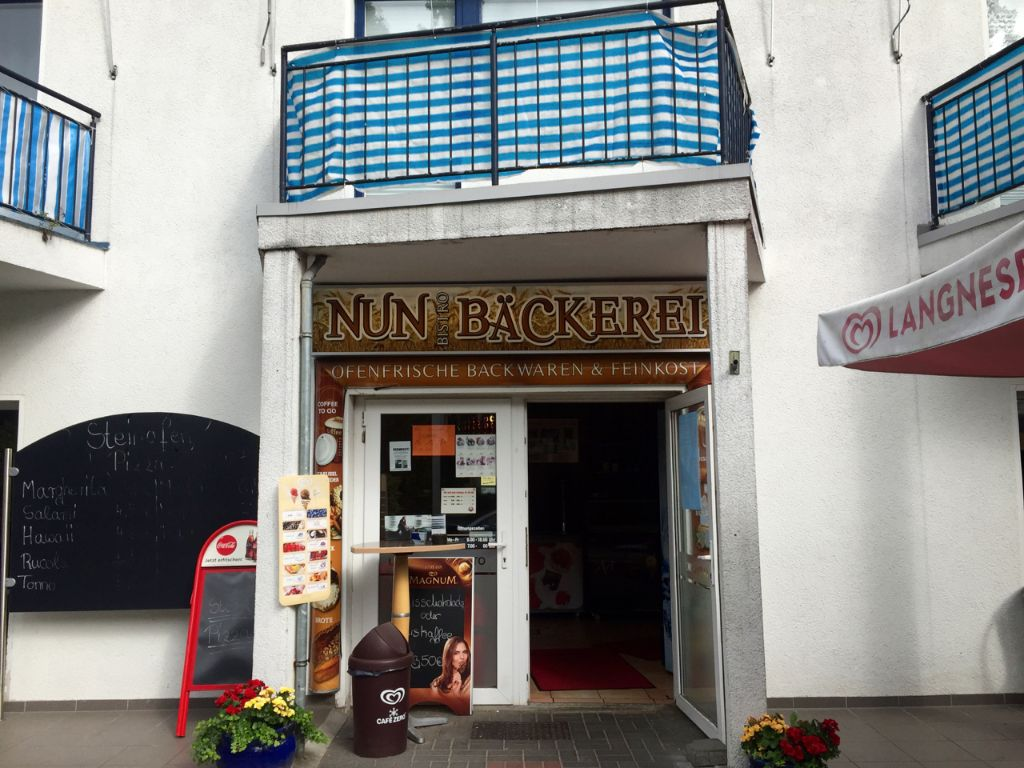 This little bakery in Zehlendorf was the first eatery I came across, 40 km after leaving Berlin at Treptow.